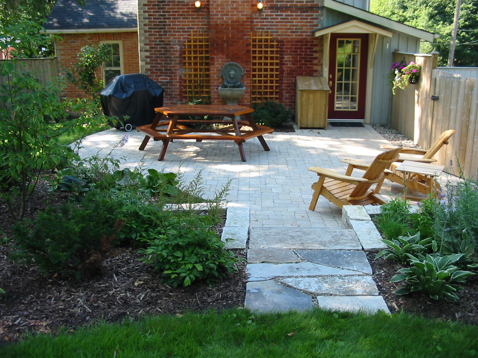 Shady patio made of English cobble with stone steps