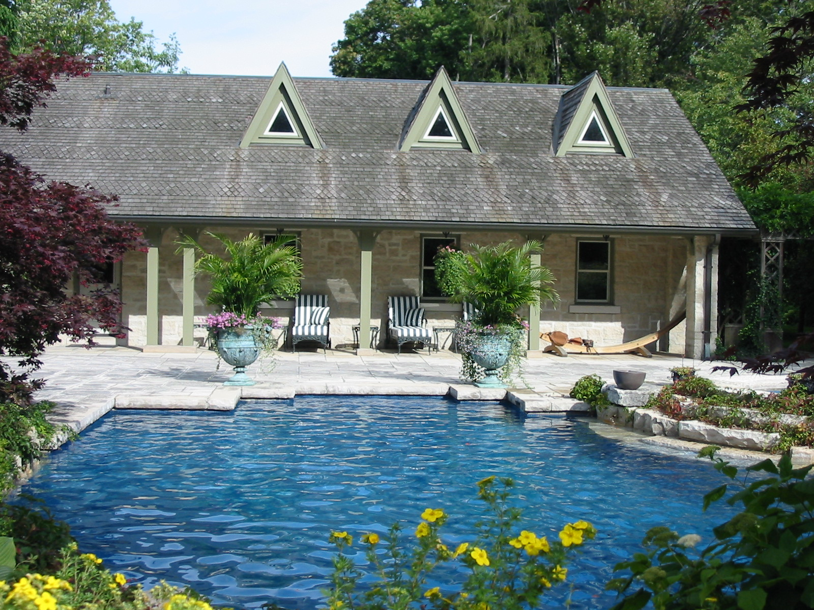 Square cut limestone pool patio