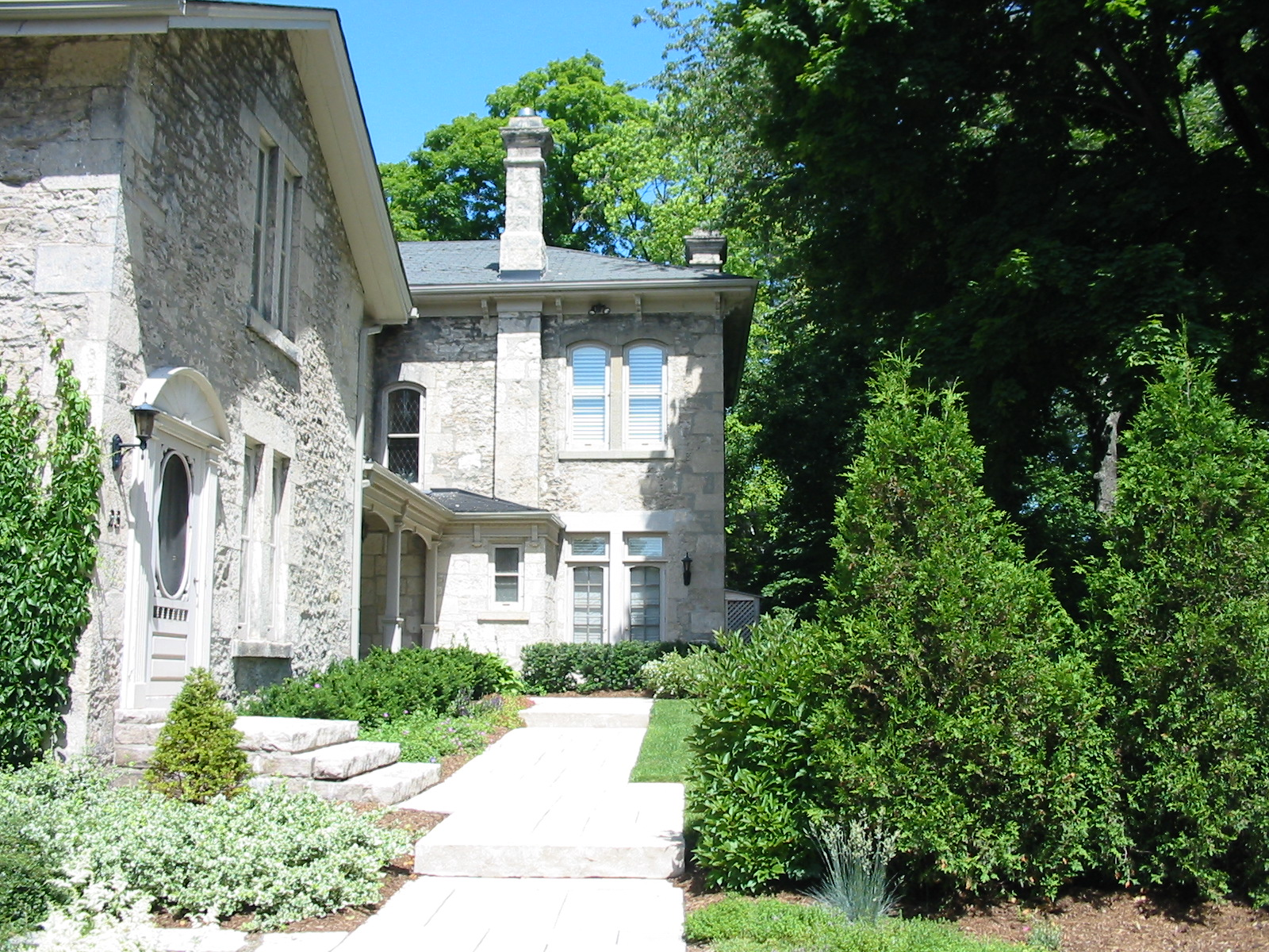 Everyday entrance to a stone house in Guelph with natural stone steps