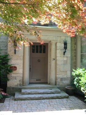 Formal entrance to a stone house in Guelph with natural stone steps